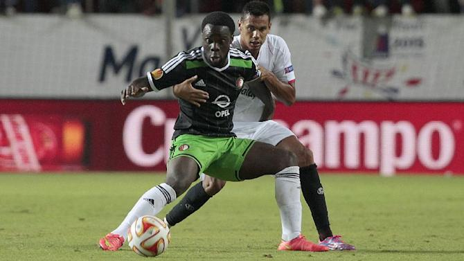 Sevilla's Gerard Deulofeu, left, and Feyenoord's Elvis Manu from Netherlands fight for the ball during their Europa League soccer match at the Ramon Sanchez Pizjuan stadium, in Seville, Spain on Thursday, Sept. 18, 2014
