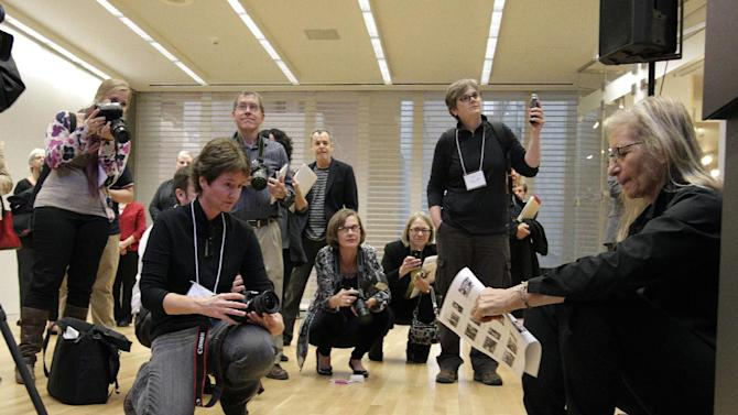 "Annie Leibovitz, right, waits to be introduced for the opening of her exhibition at the Wexner Center for the Arts Friday, Sept. 21, 2012, in Columbus, Ohio. Leibovitz's exhibition features work from her ""Master Set,"" an authoritative edition of 156 images. (AP Photo/Jay LaPrete)"