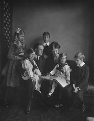 "This June 12, 1919 photo provided by PBS shows Franklin and Eleanor Roosevelt with their children in Washington. PBS announced Thursday, May 8, 2014, its fall season will open with the seven-part Ken Burns' documentary, ""The Roosevelts: An Intimate History."" (AP Photo/PBS, Franklin D. Roosevelt Presidential Library, Hyde Park, NY, Daniel J. White)"