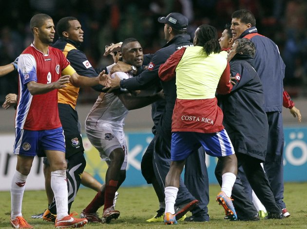 Panama's Tejeda argues with Costa Rican players and officials after their 2014 World Cup qualifying soccer match at the National Stadium in San Jose