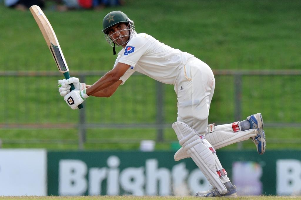 Cricket's Younis poised to pass 'legend' Miandad's Pakistan run record