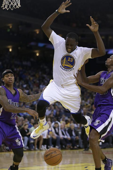 Sacramento Kings' Isaiah Thomas, left, and Travis Outlaw, right, defend against Golden State Warriors' Draymond Green (23) during the second half of an NBA basketball game on Saturday, Nov. 2, 2013, i