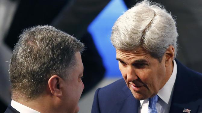 U.S. Secretary of State Kerry speaks to Ukrainian President Poroshenko at the Munich Security Conference in Munich