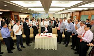 Lee Kuan Yew (centre, sitting) celebrates his 90th …