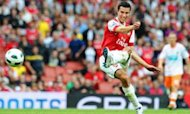 Van Persie Signs Four-Year Deal For United