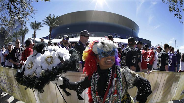Jennifer Jones dances outsidethe Superdome before the NFL Super Bowl XLVII football game between the San Francisco 49ers and the Baltimore Ravens on Sunday, Feb. 3, 2013, in New Orleans. (AP Photo/Gene Puskar)