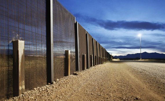 570_US_Mexico_Border_Fence_Reuters.jpg