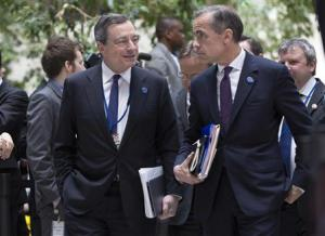 ECB President Draghi and Governor of the Bank of England Carney talk before the G20 finance ministers and central bankers family portrait during the IMF/World Bank 2014 Spring Meeting in Washington