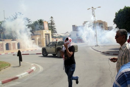 <p>A man runs as clouds of tear gas rise on a street in Sidi Bouzid, August 9. Police fired tear gas and rubber bullets to disperse a second anti-government protest in the central Tunisian town of Sidi Bouzid, birthplace of last year's revolution.</p>