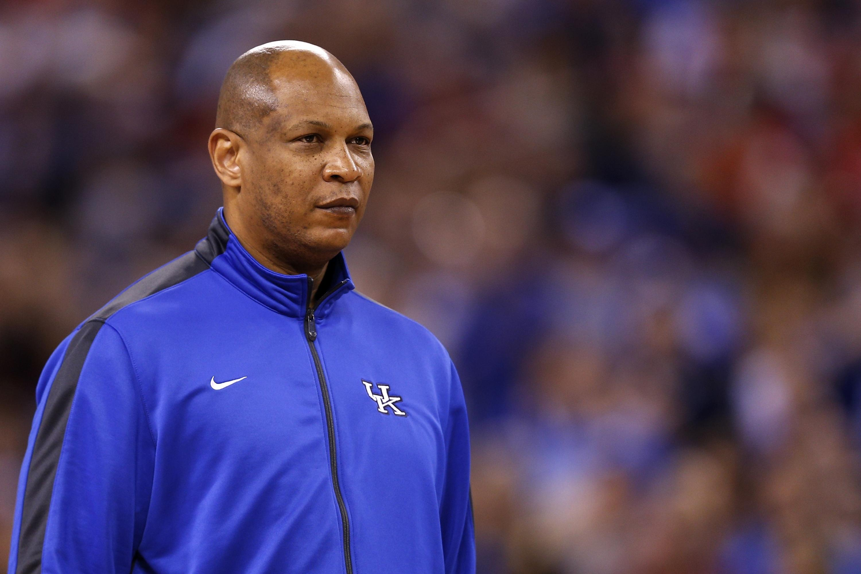 Kentucky will pay top assistant Kenny Payne lavishly to stay put