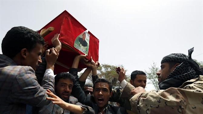 ARH-04. Sana'a (Yemen), 26/04/2015.- Houthi followers carry the coffin of a child soldier who was allegedly killed during recent fighting in the south of Yemen, during a funeral procession at a cemetery in Sana'a, Yemen, 26 April 2015. According to reports, warplanes from the Saudi-led coalition targeted Houthi rebels gatherings and positions in several Yemeni cities, as tribal fighters loyal to Yemeni President Abdo Rabbo Mansour Hadi took back several key towns in the provinces of Aden, Taiz and Marib from the Iran-backed Houthi militiamen. EFE/EPA/YAHYA ARHAB