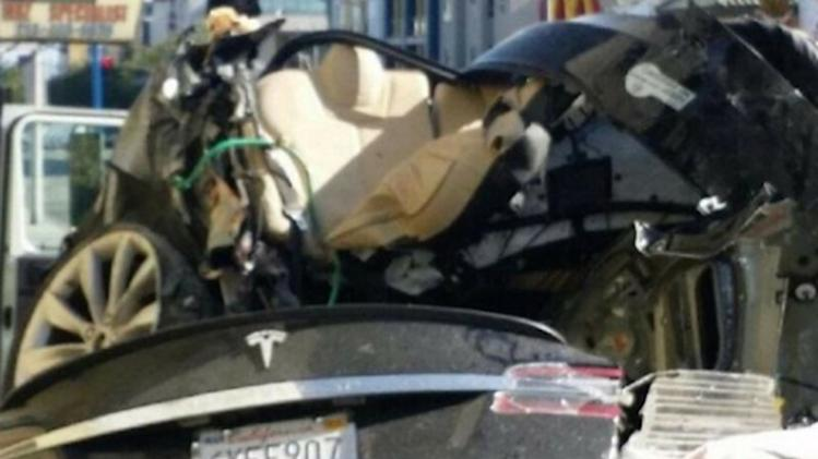 Car thief becomes first person to die in a Tesla Model S crash