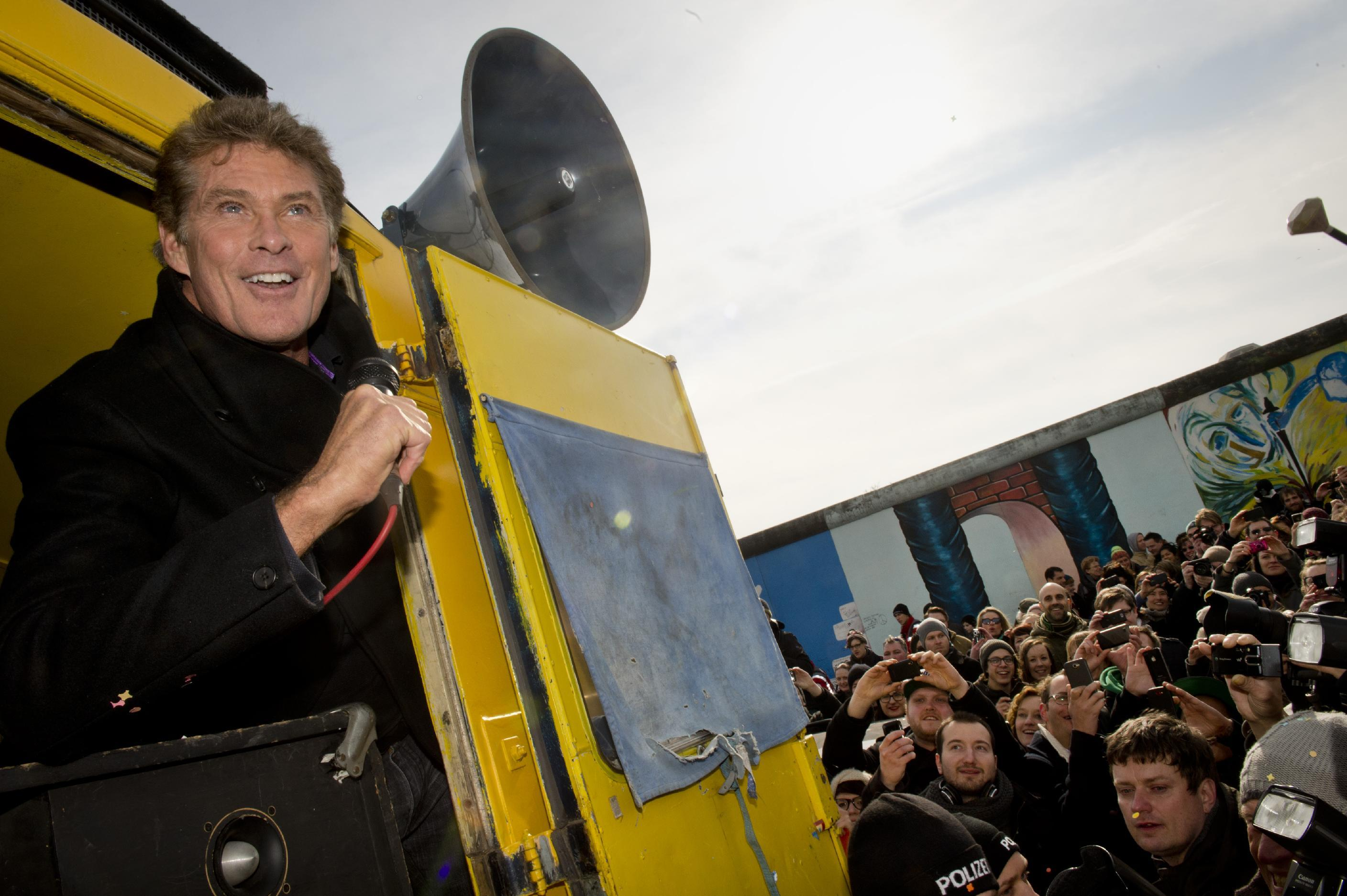 Hasselhoff to rock out 2014 at Berlin's Brandenburg Gate