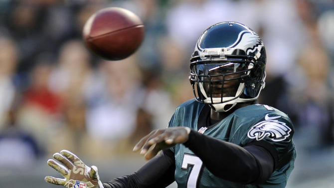 Philadelphia Eagles quarterback Michael Vick passes in the first half of an NFL football game against the Dallas Cowboys, Sunday, Nov. 11, 2012, in Philadelphia. (AP Photo/Michael Perez)
