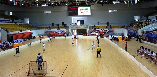 Singapore's floorball men in action against Malaysia in their SEA Games final. (Yahoo Photo)