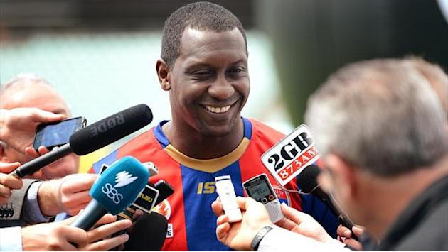 Asian Football - Heskey elects to stay on in Australia for another year