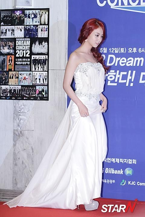 Han Seung-yeon draws people's attention with her high heels
