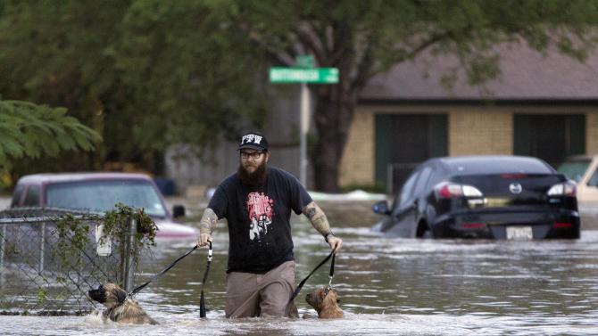 Texas flooding kills 2, prompts dozens of rescues