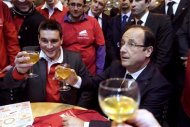 French President Francois Hollande (R) and Francois Thabuis, the head of the &quot;Jeunes agriculteurs&quot; French Union, raise their glasses during a visit to the 50th International Agricultural Show in Paris, February 23, 2013. REUTERS/Kenzo Tribouillard/Pool