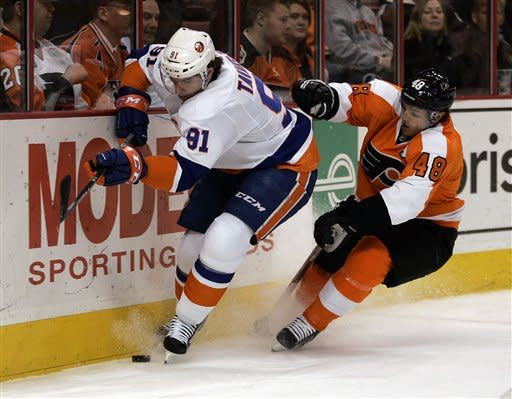 Islanders snap 13-game skid in Philadelphia