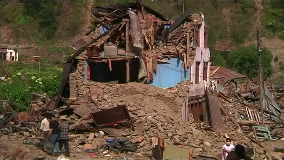 Customs checks hold up relief for Nepal quake victims: U.N.