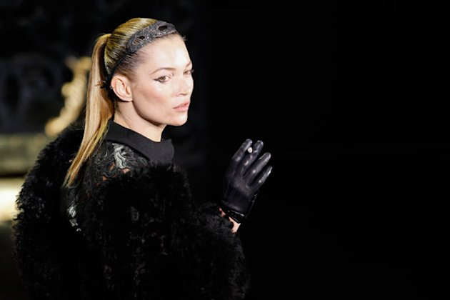 kate moss louis vuitton catwalk smoke.jpg
