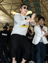 PSY says to Obama &quot;I&#39;ll teach you the horse dance&#39;