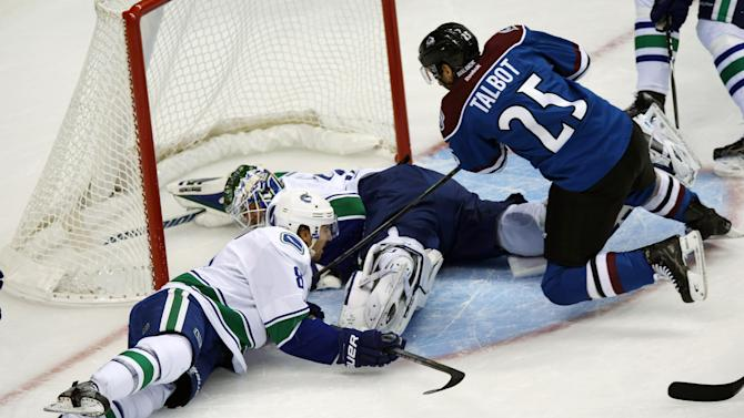 Iginla leads Avalanche past Canucks 7-3