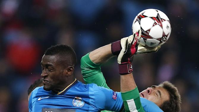 Atletico goalkeeper Daniel Aranzubia, right, makes a save in front of Porto's Jackson Martinez during a Group G Champions League soccer match between Atletico Madrid and FC Porto at the Vicente Calderon stadium in Madrid, Wednesday Dec. 11, 2013