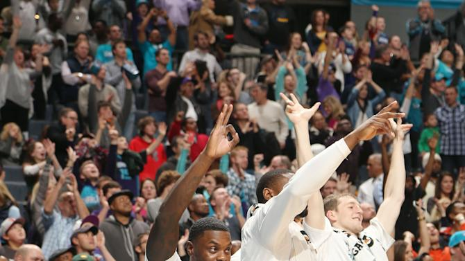 Stephenson, Hornets beat Pacers 80-71 in OT
