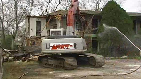 RAW VIDEO: Demolition of 'eyesore' motel