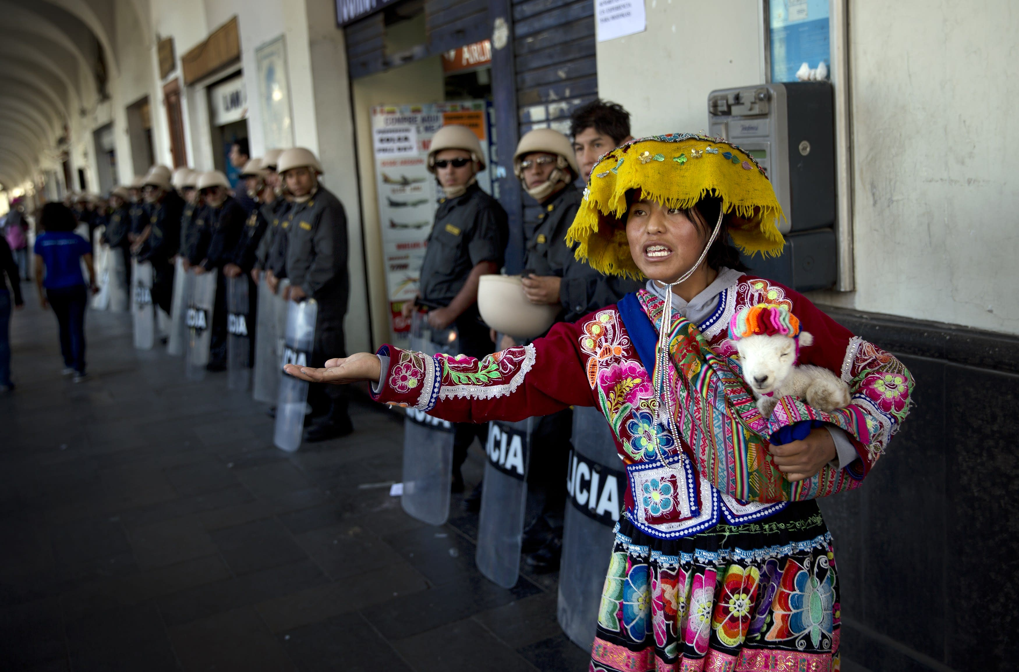 Anti-mining protesters square off with troops in south Peru