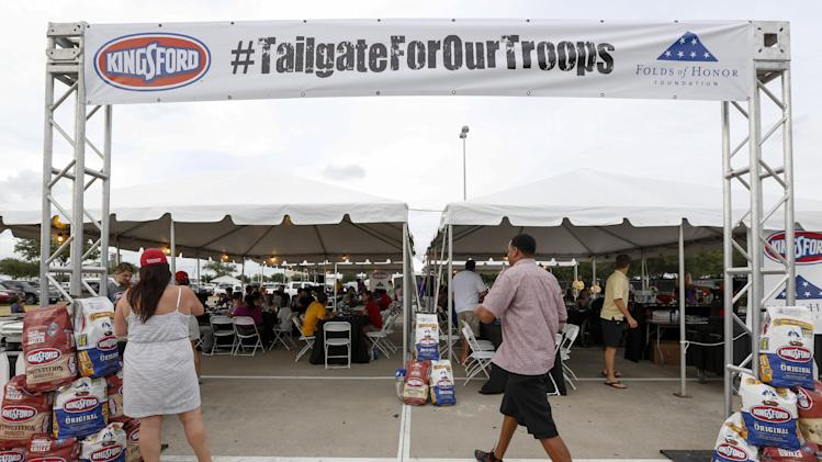 IMAGE DISTRIBUTED FOR KINGSFORD - Tailgaters at the University of Wisconsin vs. Louisiana State University game support American troops and the Folds of Honor Foundation at the Kingsford Charcoal Tailgate For Our Troops at Reliant Stadium on Saturday, August 30, 2014 in Houston. (Photo by Eric Kayne/Invision for Kingsford/AP Images)