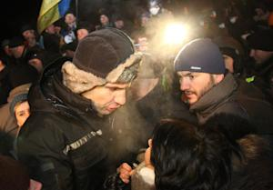 Vitalii Klitschko speaks to protesters at the barricade …