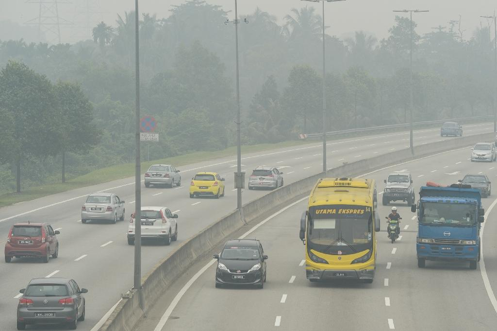 Malaysian PM urges Indonesia to act on smoke-belching fires
