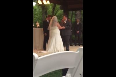 Little kid shouts perfectly timed 'Roll Tide' during Alabama wedding kiss