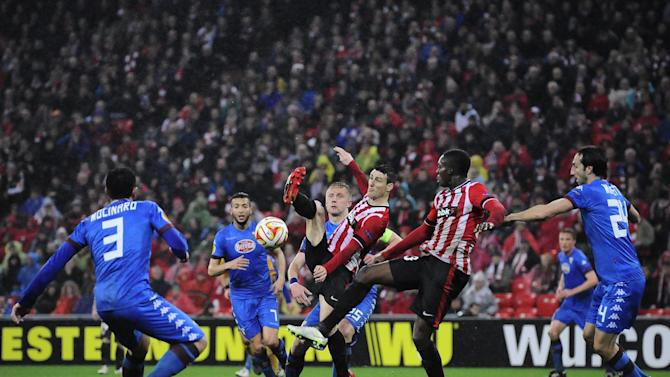 Athletic Bilbao's Aritz Aduriz, center, tries to control the ball during the Europa League round 32 second leg soccer match between Athletic Bilbao and Torino FC, at San Mames stadium in Bilbao, northern Spain, Thursday, Feb. 26 , 2015. (AP Photo/Alvaro Barrientos)