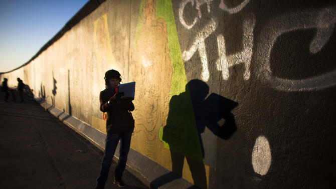 Removal of Berlin Wall section put on hold