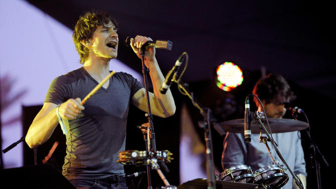 """FILE - In this April 15, 2012 file photo, Australian artist Gotye performs during the first weekend of the 2012 Coachella Valley Music and Arts Festival in Indio, Calif. Botye's """"Somebody That I Used to Know,""""  is the top single downloaded on iTunes for the week ending April 30. (AP Photo/Chris Pizzello, file)"""