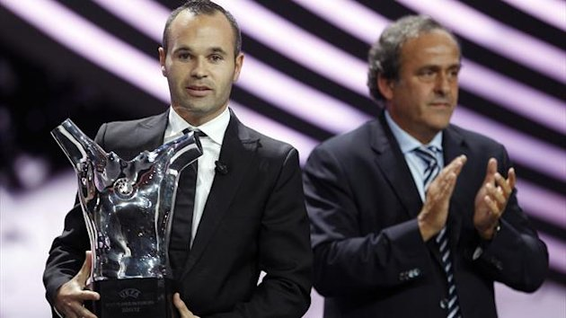 UEFA President Michel Platini (R) applauds as FC Barcelona's Andres Iniesta of Spain holds his Best Player UEFA 2012 award at Monaco's Grimaldi Forum in Monte Carlo August 30, 2012 (Reuters)