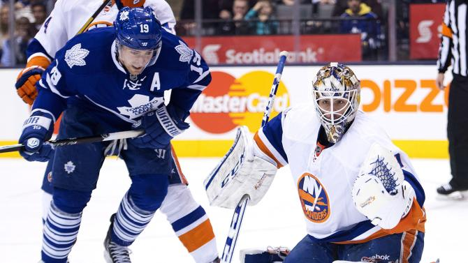 Islanders score 3 goals in 3rd, beat Maple Leafs