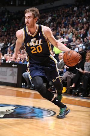 AP Source: Hornets to sign Hayward to offer sheet