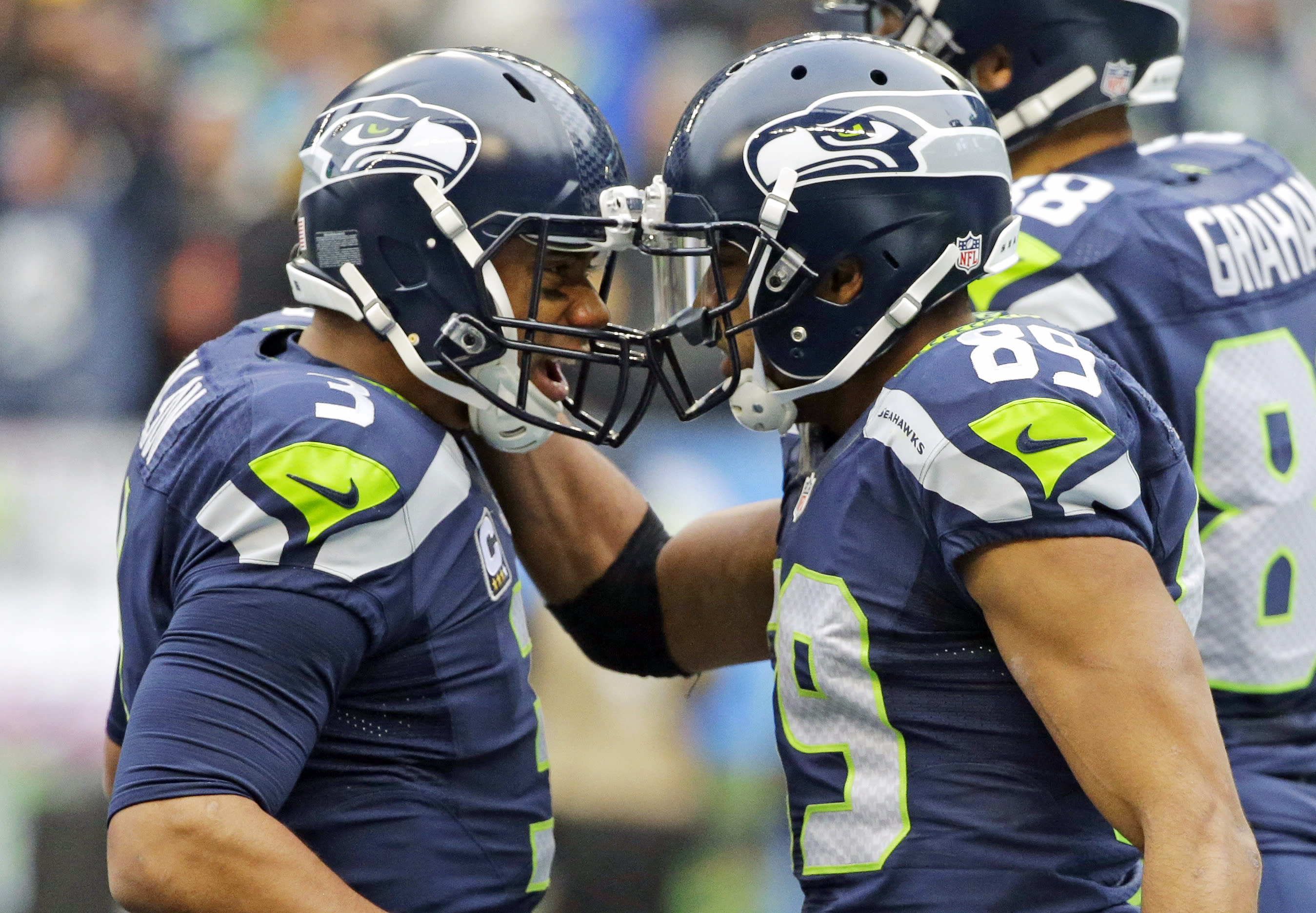 Wilson's 5 TDs lead Seattle past Pittsburgh 39-30