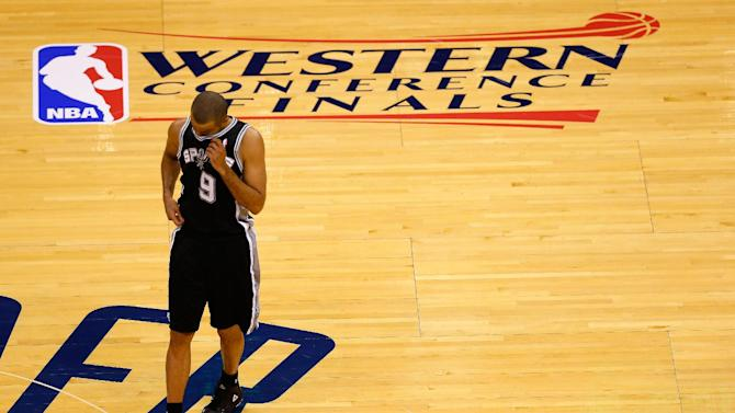 Spurs' Parker misses second half with ankle pain