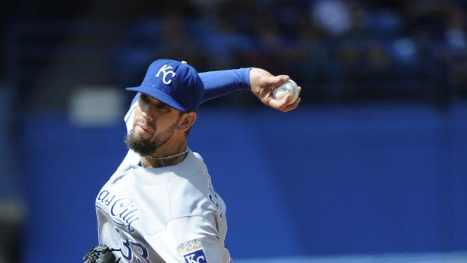 Shields strong, Royals beat Blue Jays