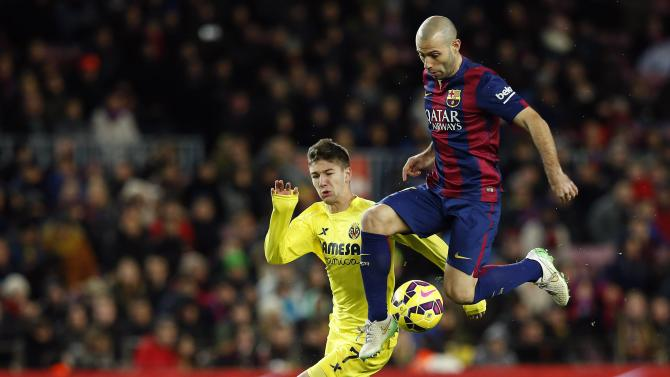 Barcelona's Mascherano controls the ball next to Villareal's Vietto during their Spanish first division soccer match at Nou Camp stadium in Barcelona