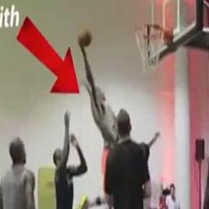 Carmelo Anthony and J.R. Smith dominate pickup game at exclusive NYC venue