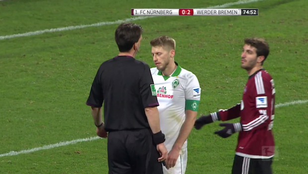 Werder Bremen's Aaron Hunt tells referee he was not fouled, to rescind penalty — was he right to do it? | SIDELINE