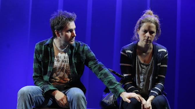 """This theater image released by O&M Co. shows Josh Hamilton, left, and Jenna Fischer in a scene from Neil LaBute's new play, """"Reasons to Be Happy"""", currently performing off-Broadway at the Lucille Lortel Theatre in New York. (AP Photo/O&M Co., Joan Marcus)"""