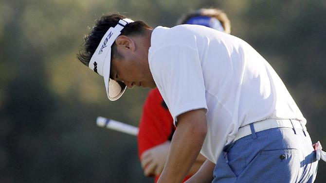 Charlie Wi putts on the 18th hole during the first round of the Children's Miracle Network Hospitals Classic golf tournament in Lake Buena Vista, Fla., Thursday, Nov. 8, 2012. (AP Photo/Reinhold Matay)